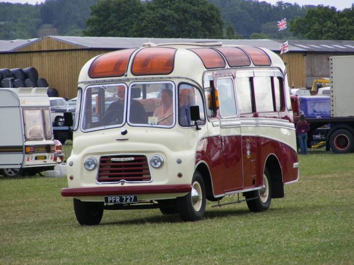 Commer bus