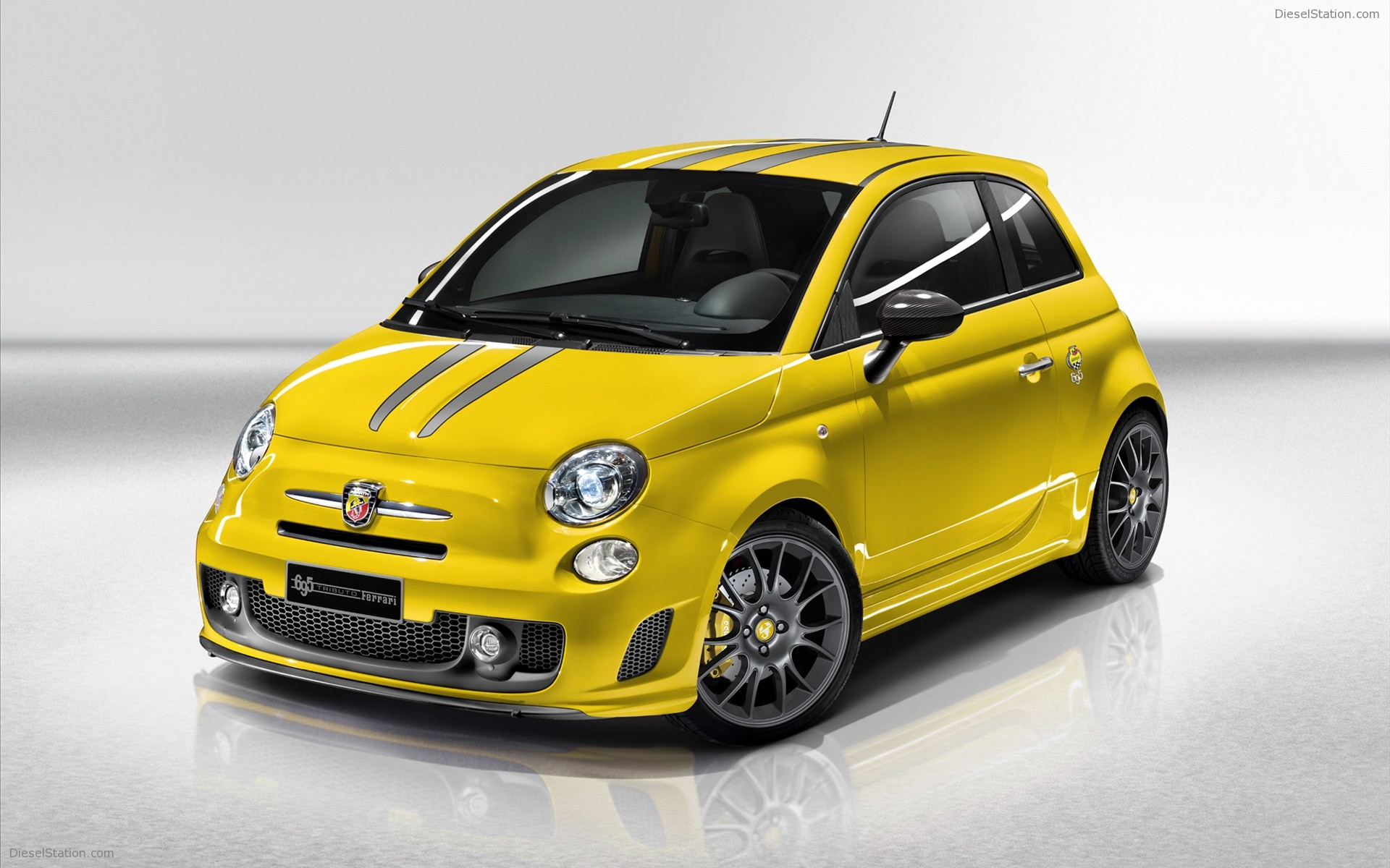 Abarth 695 photo - 1