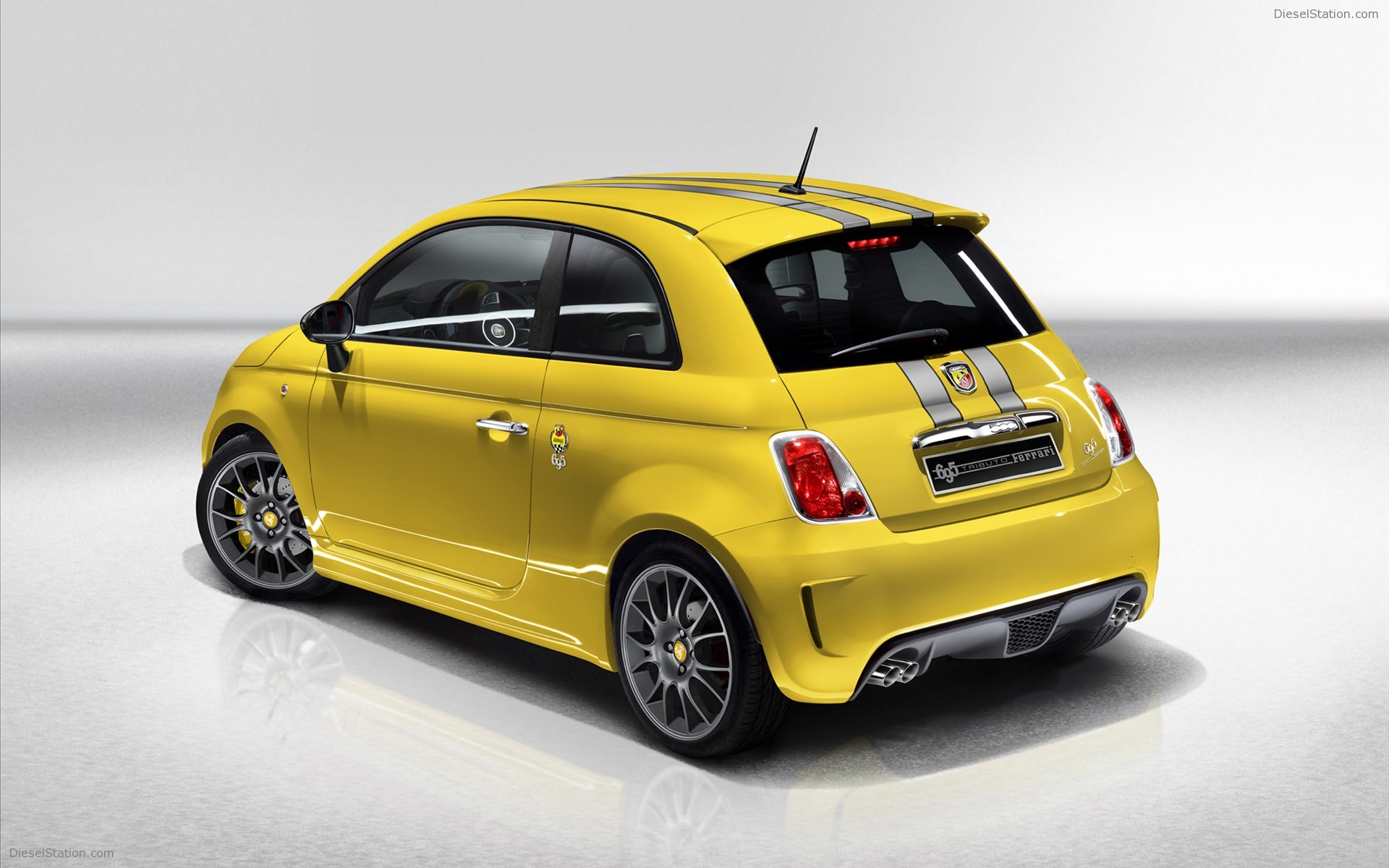 Abarth 695 photo - 10
