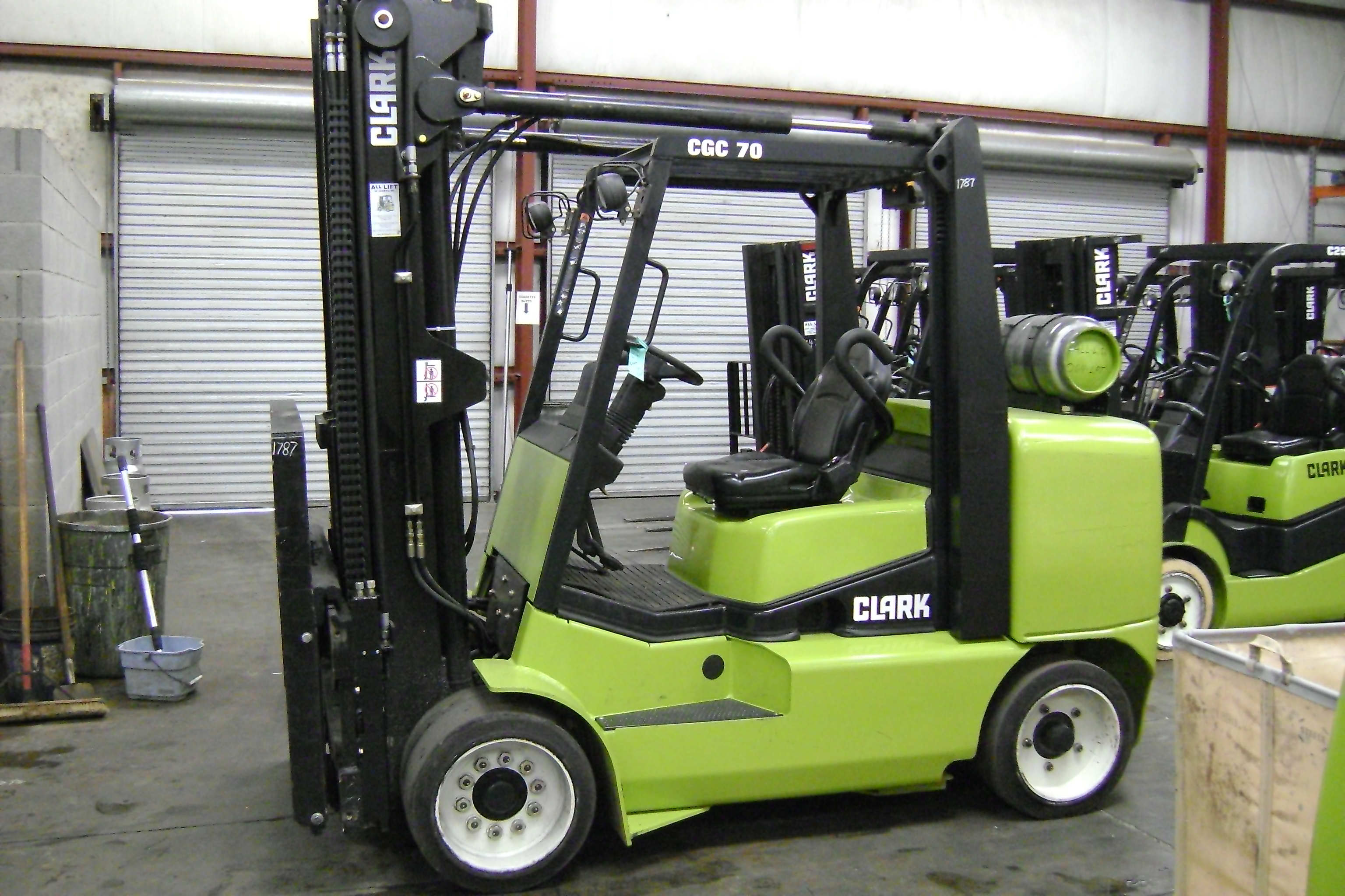 Clark forklift photo - 2