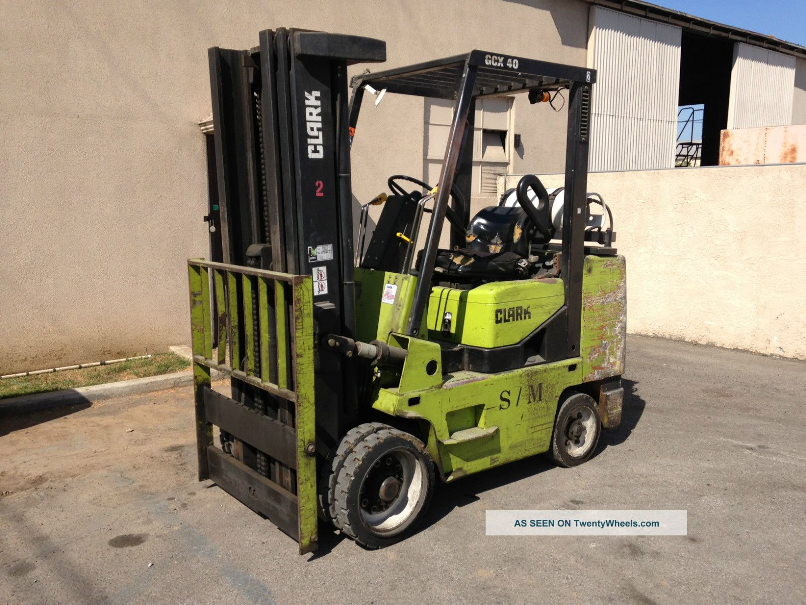 Clark forklift photo - 7
