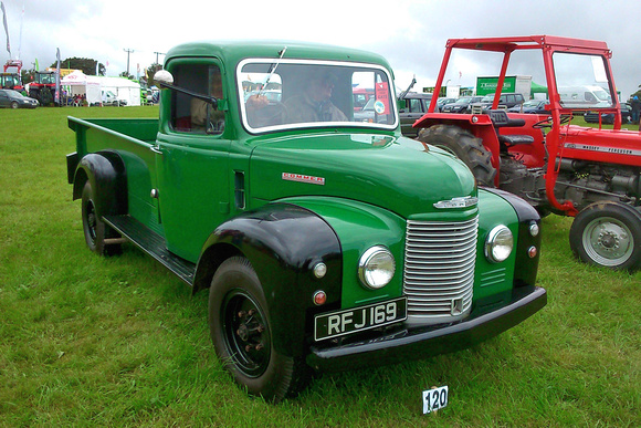 Commer superpoise photo - 2