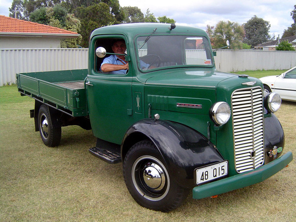Commer superpoise photo - 5