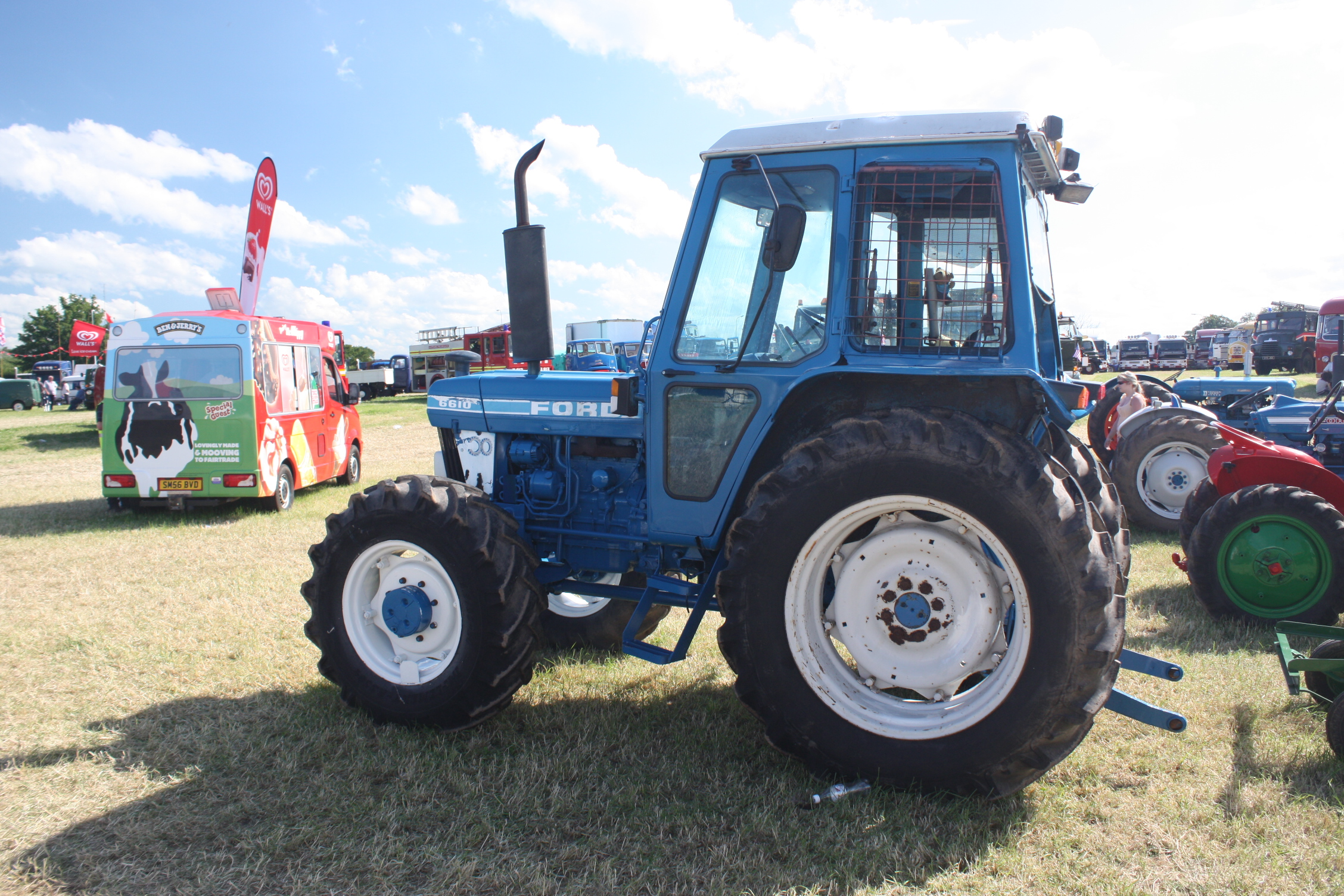 Ford 8610 photo - 8