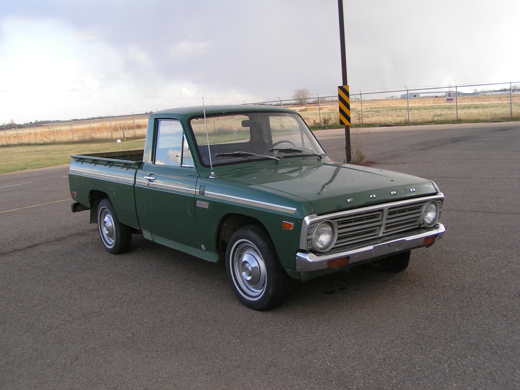 Ford courier photo - 6