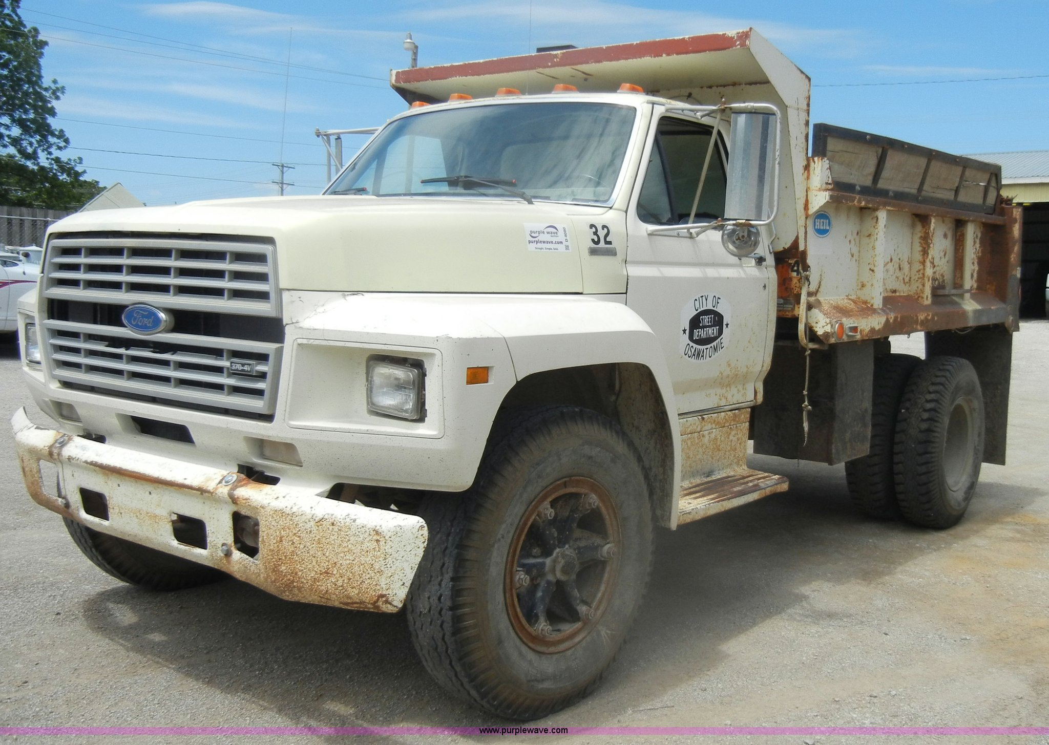 Ford f-700 photo - 10