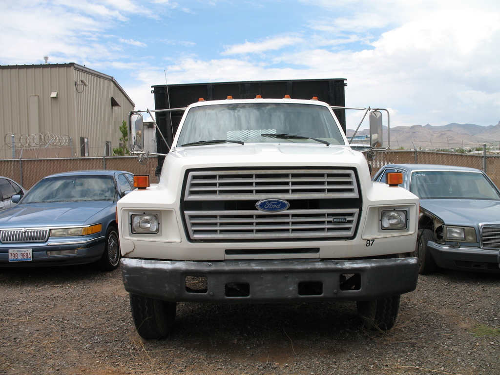 Ford f-700 photo - 2
