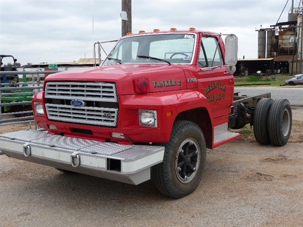 Ford f-700 photo - 3
