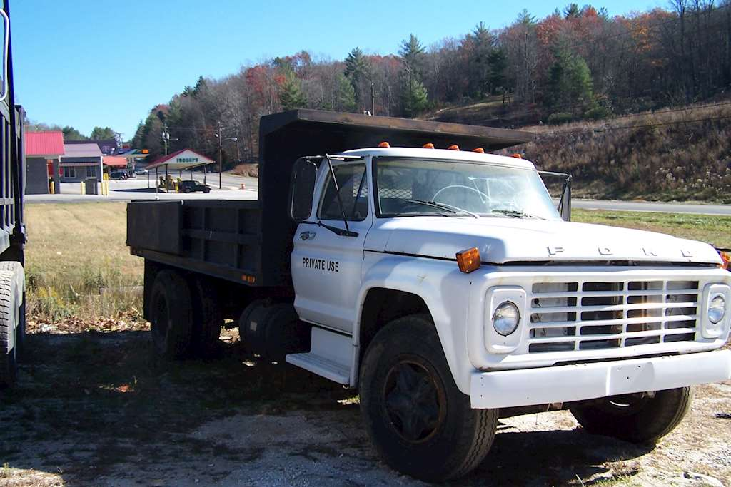 Ford f-7000 photo - 3