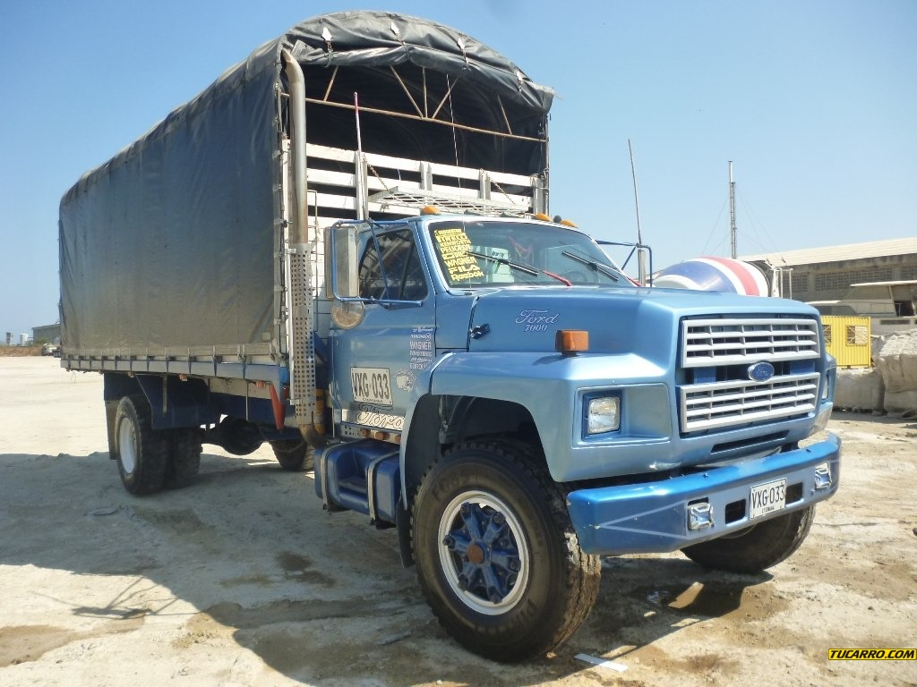 Ford f-7000 photo - 7