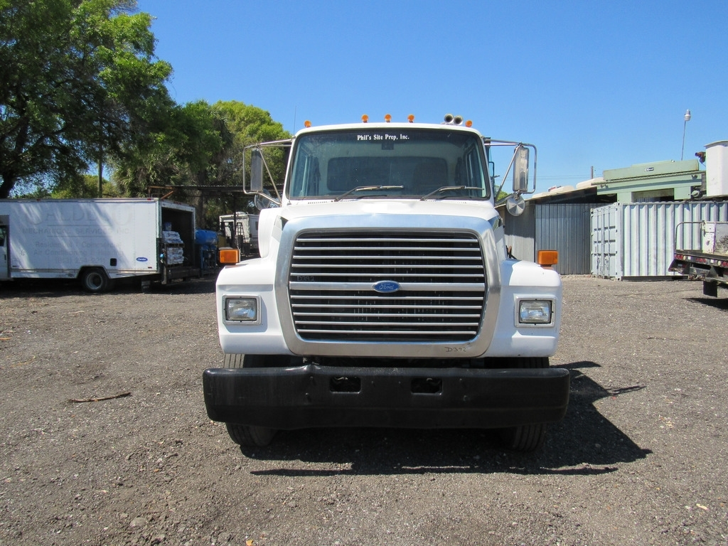 Ford f-7000 photo - 9