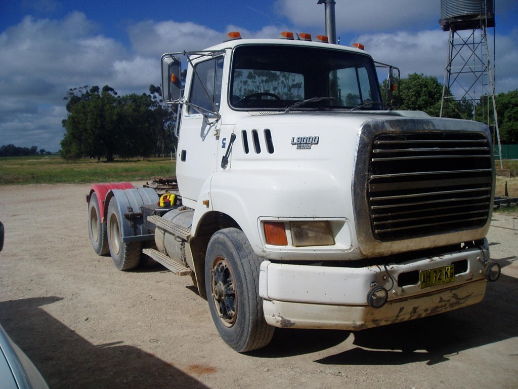 Ford l-9000 photo - 10