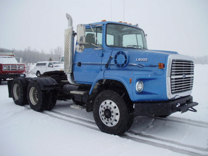 Ford l-9000 photo - 2