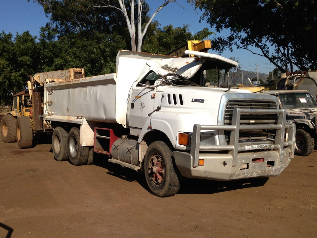 Ford l-9000 photo - 6