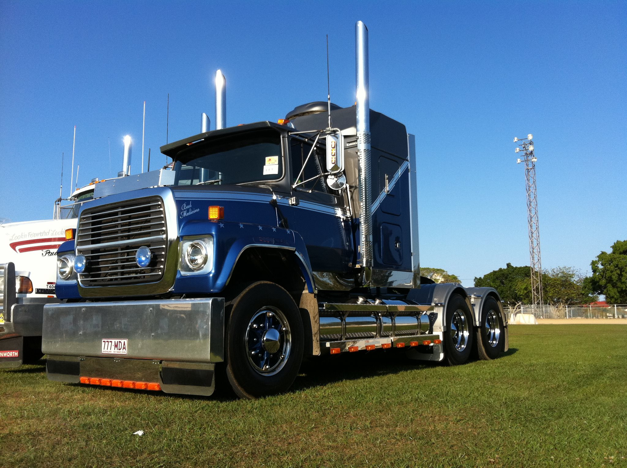 Ford l9000 photo - 9