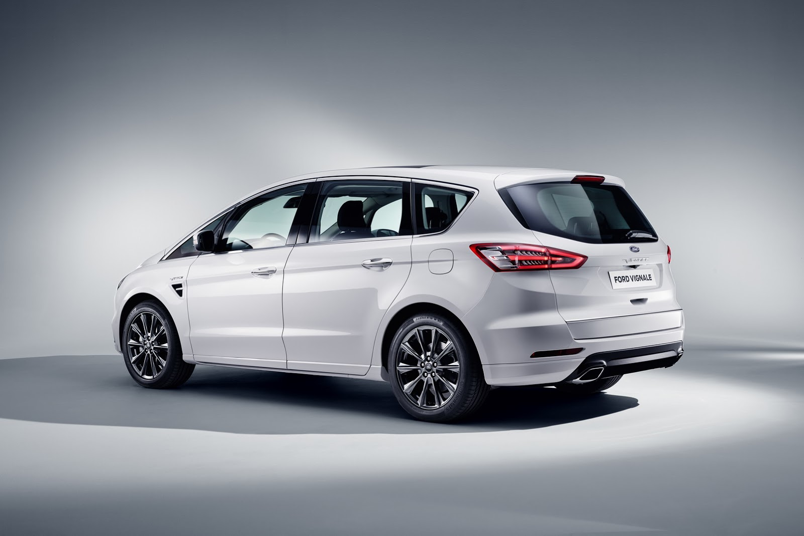 Ford s-max photo - 1