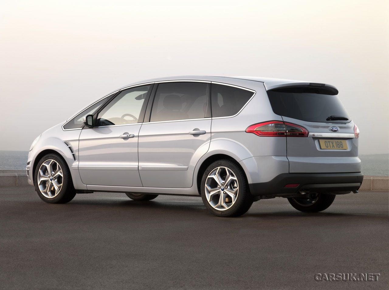 Ford s-max photo - 3
