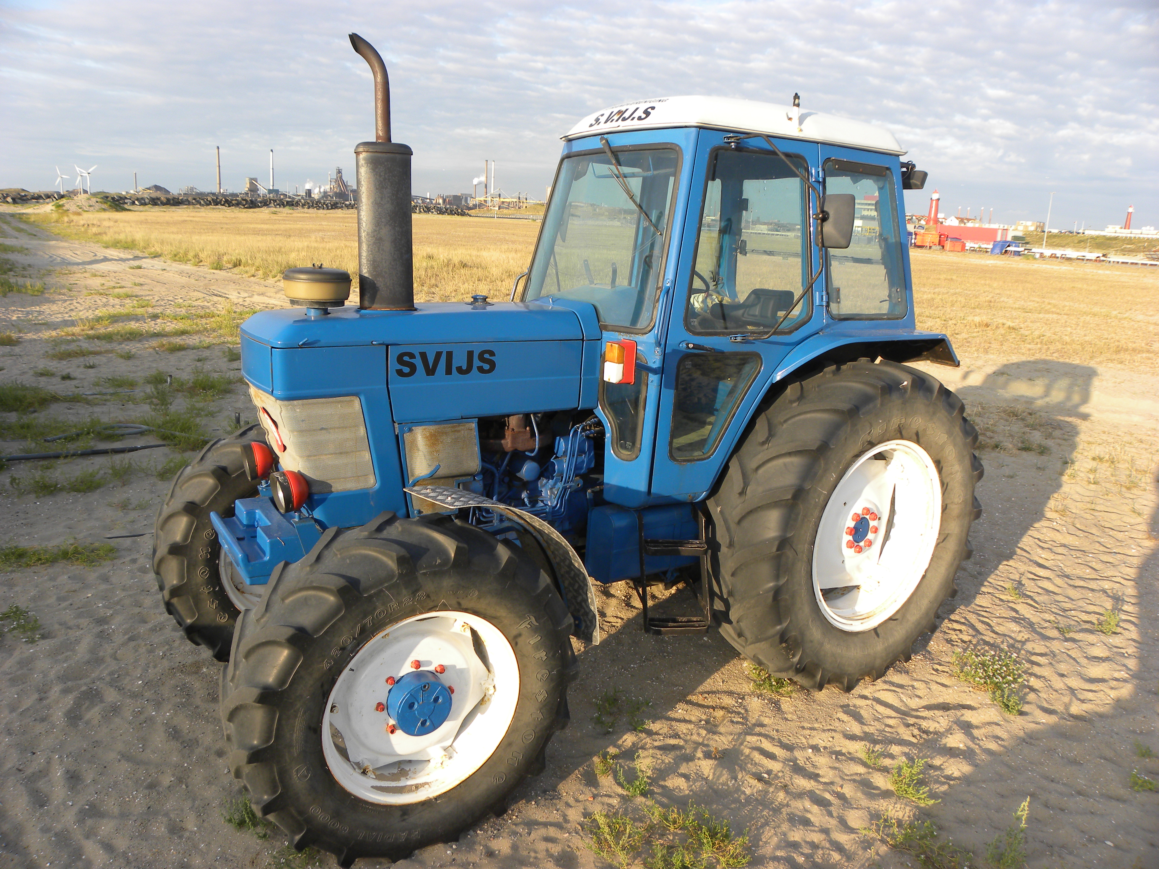 Ford tractor photo - 9