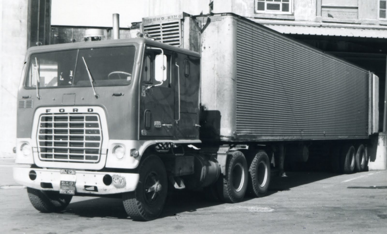 Ford w-series photo - 4