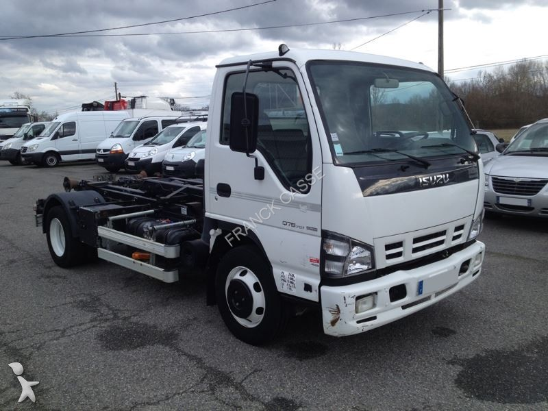 Isuzu q75 photo - 8