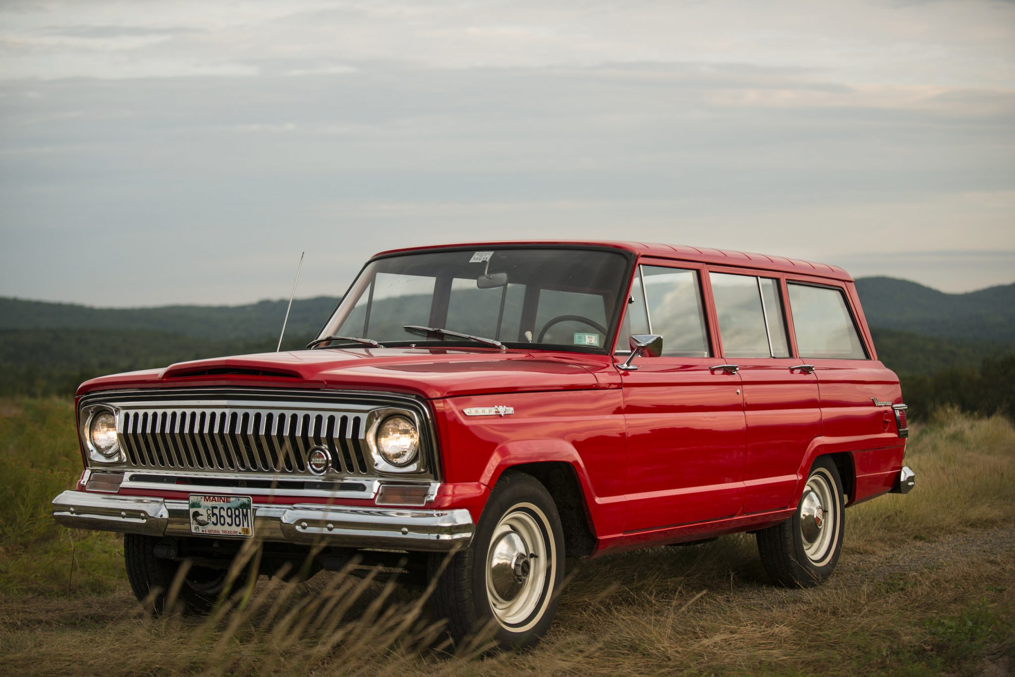 Jeep wagoneer photo - 6