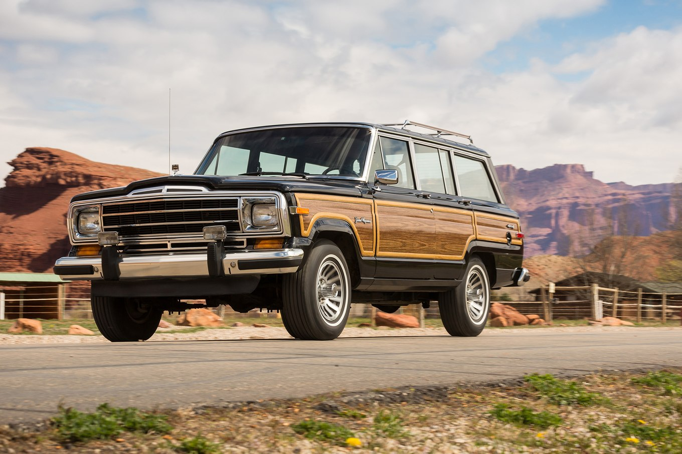 Jeep wagoneer photo - 7