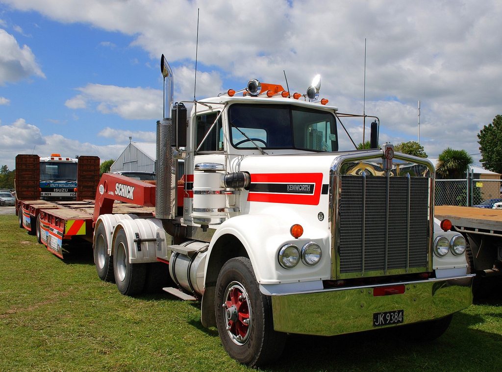 Kenworth w-924 photo - 1