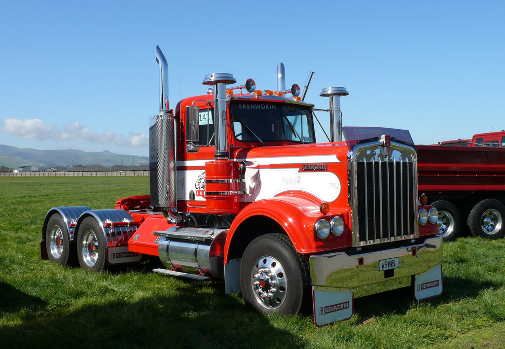 Kenworth w-924 photo - 5