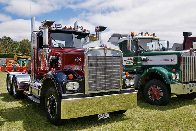 Kenworth w-924 photo - 7