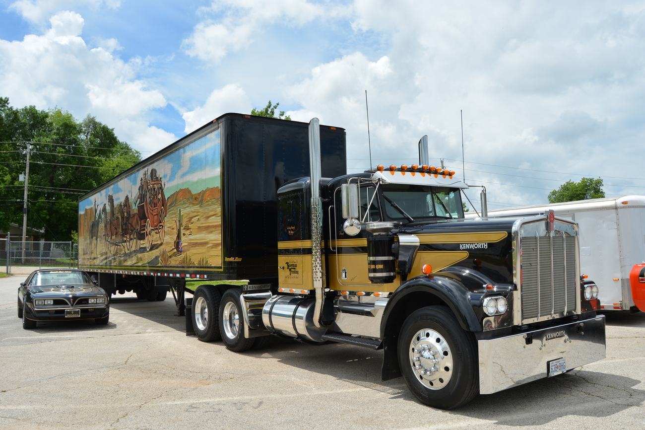 Kenworth w900a photo - 3