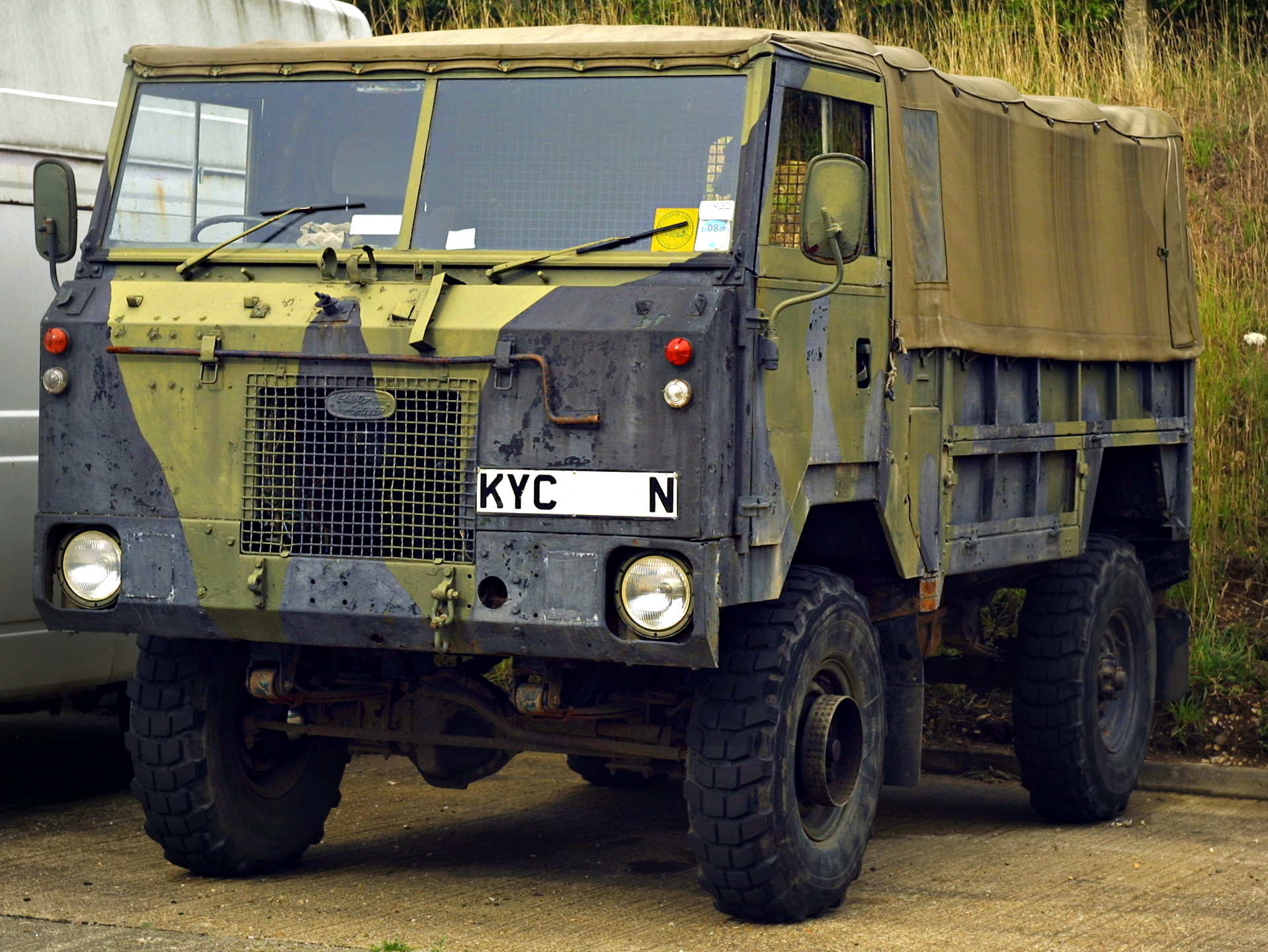 Land-rover 101 photo - 3