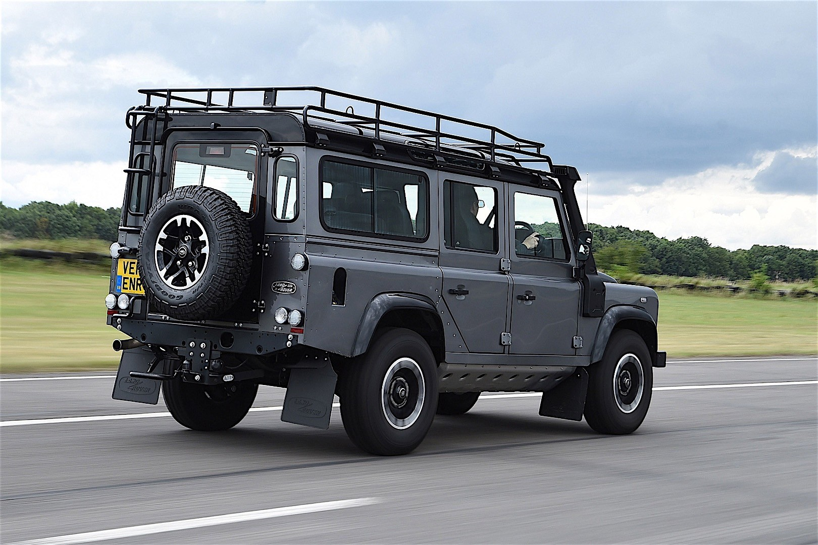 Land rover defender photo - 10