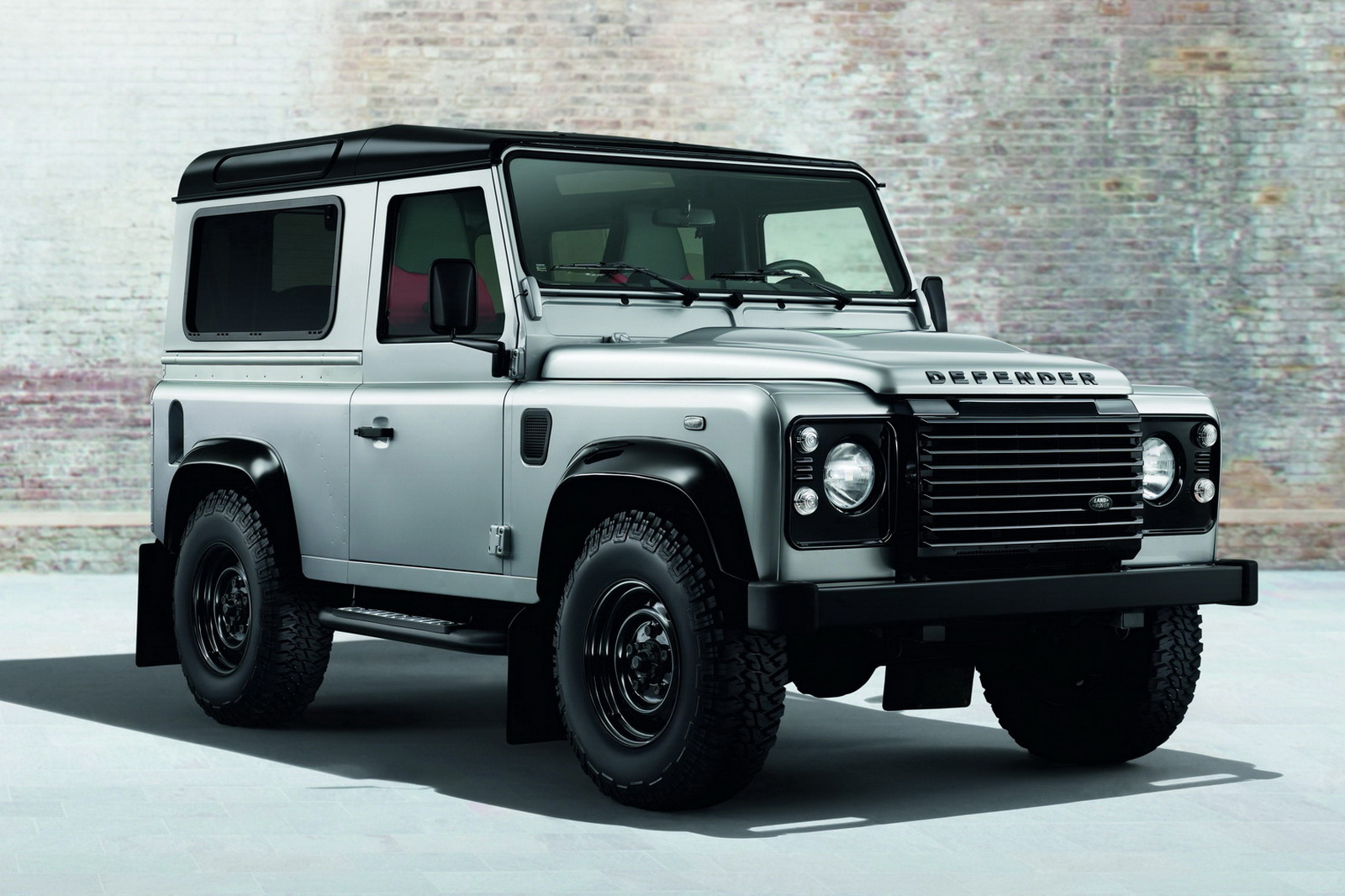Land-rover defender photo - 2