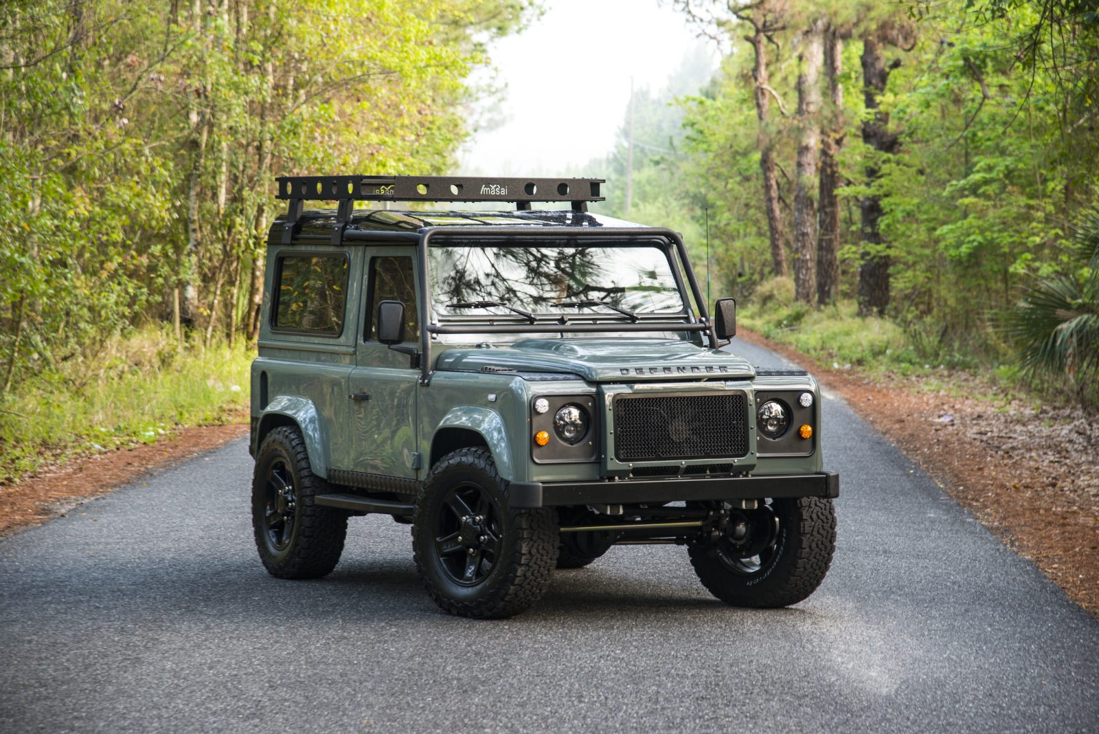 Land rover defender photo - 3