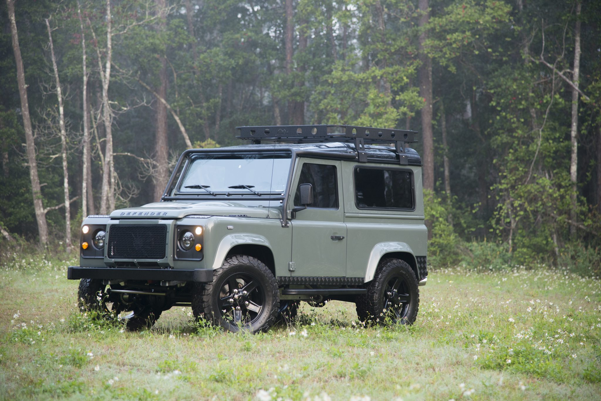Land-rover defender photo - 4
