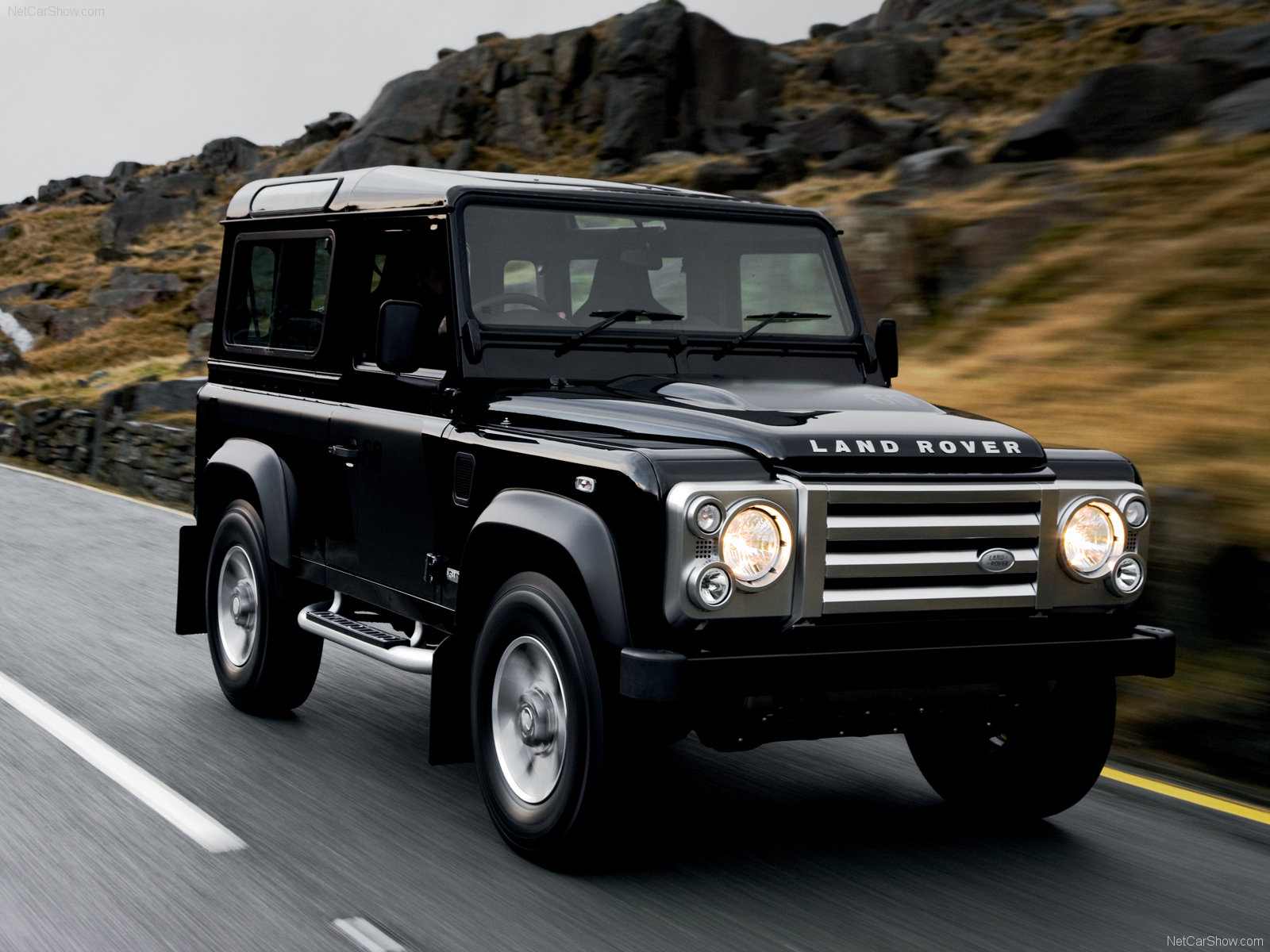 Land-rover defender photo - 5
