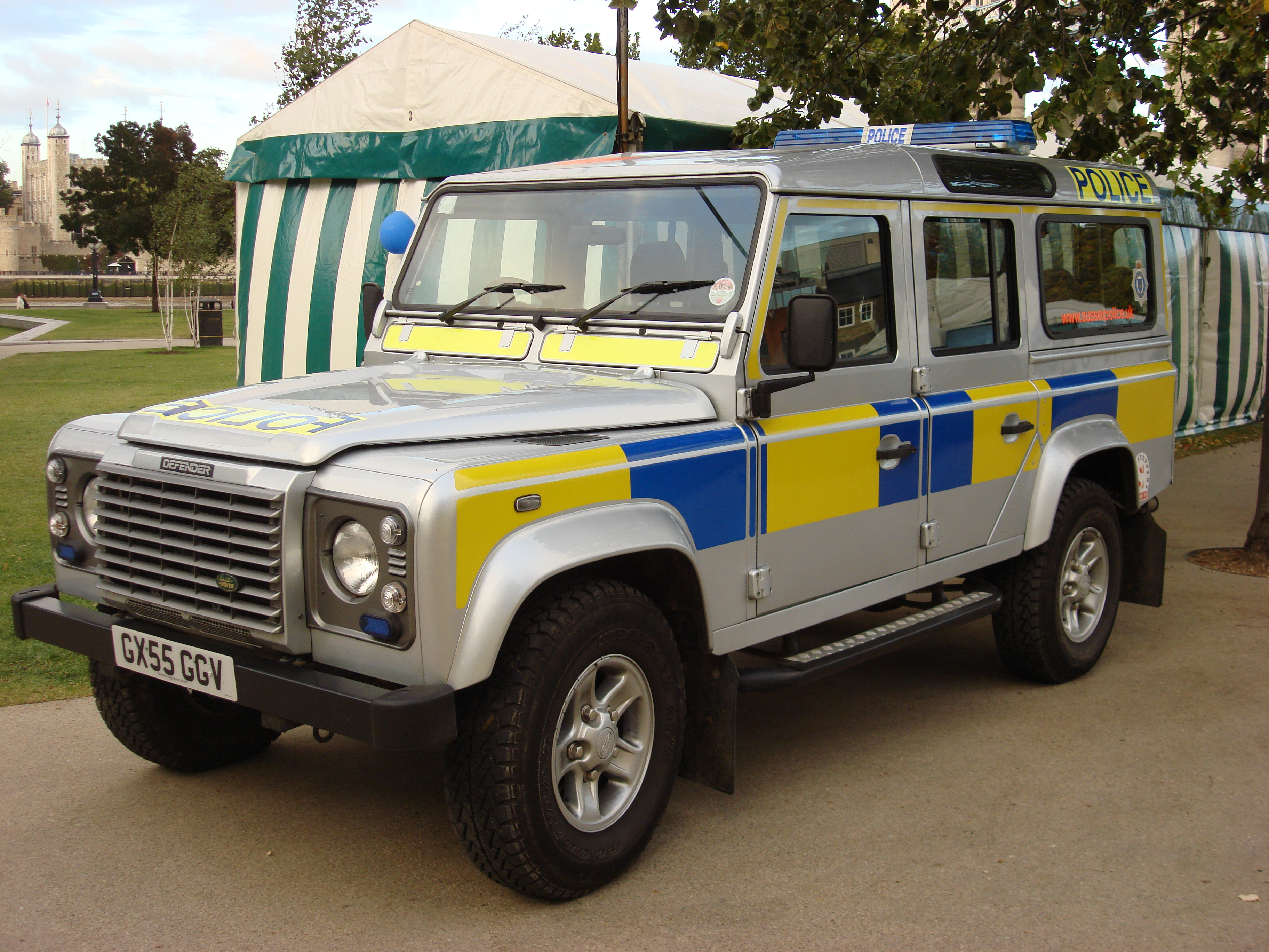 Land rover defender photo - 7