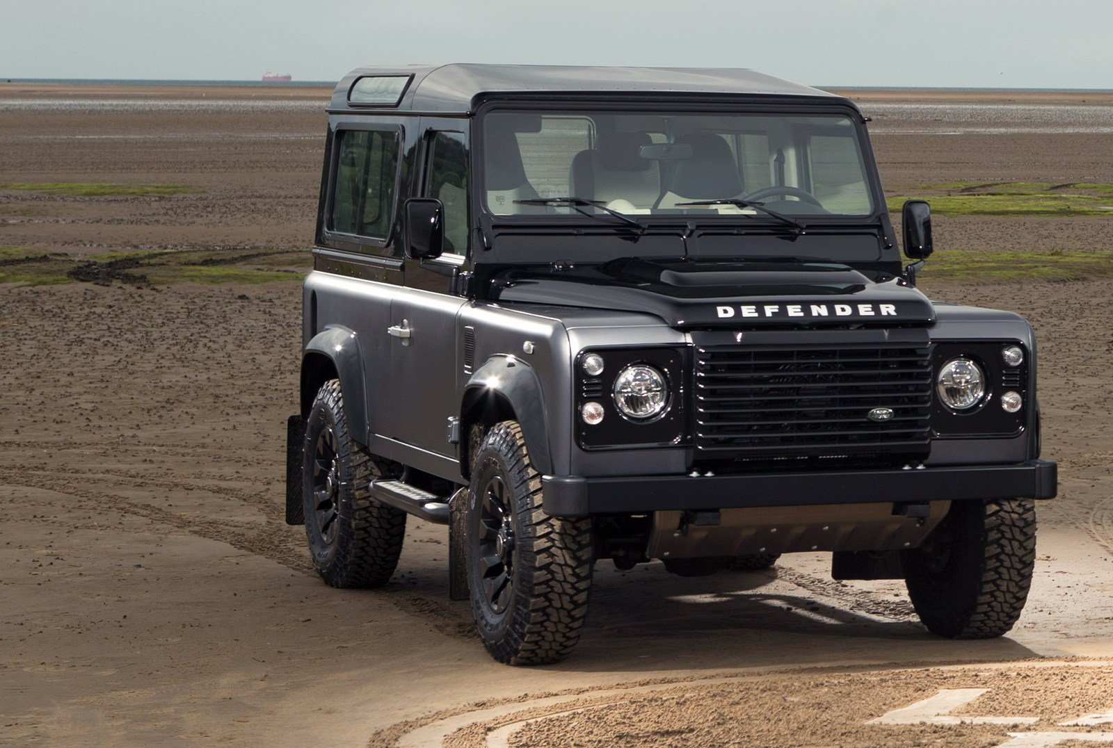 Land-rover defender photo - 8
