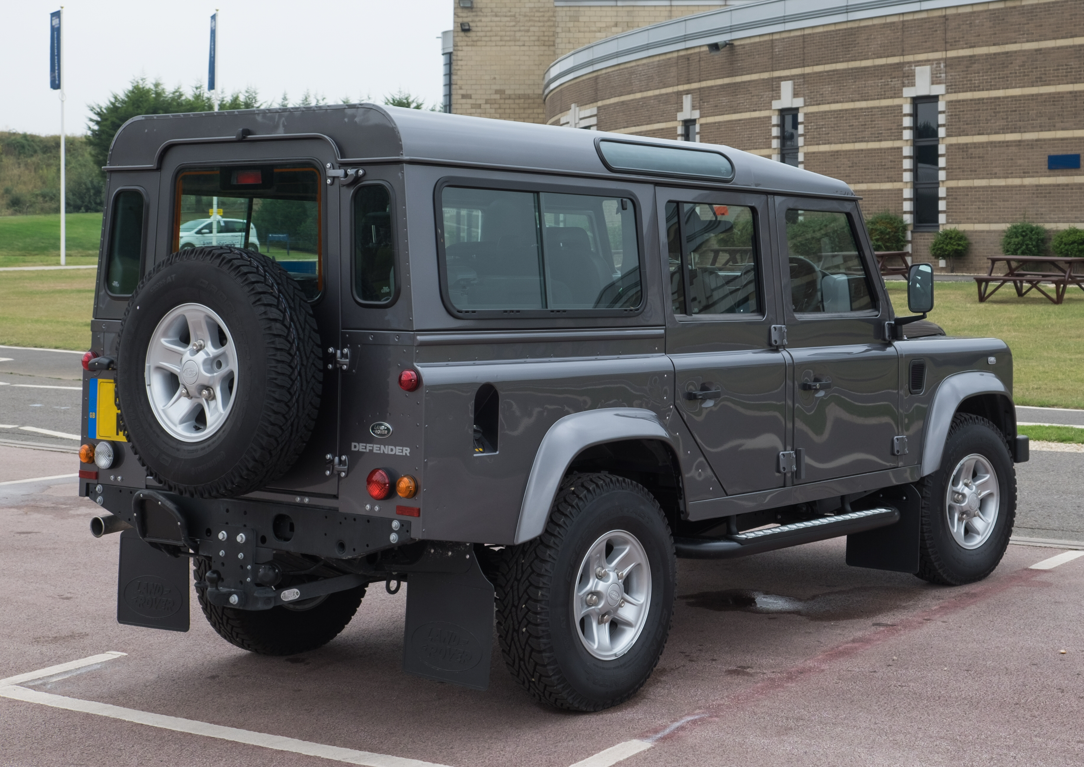 Land-rover defender photo - 9