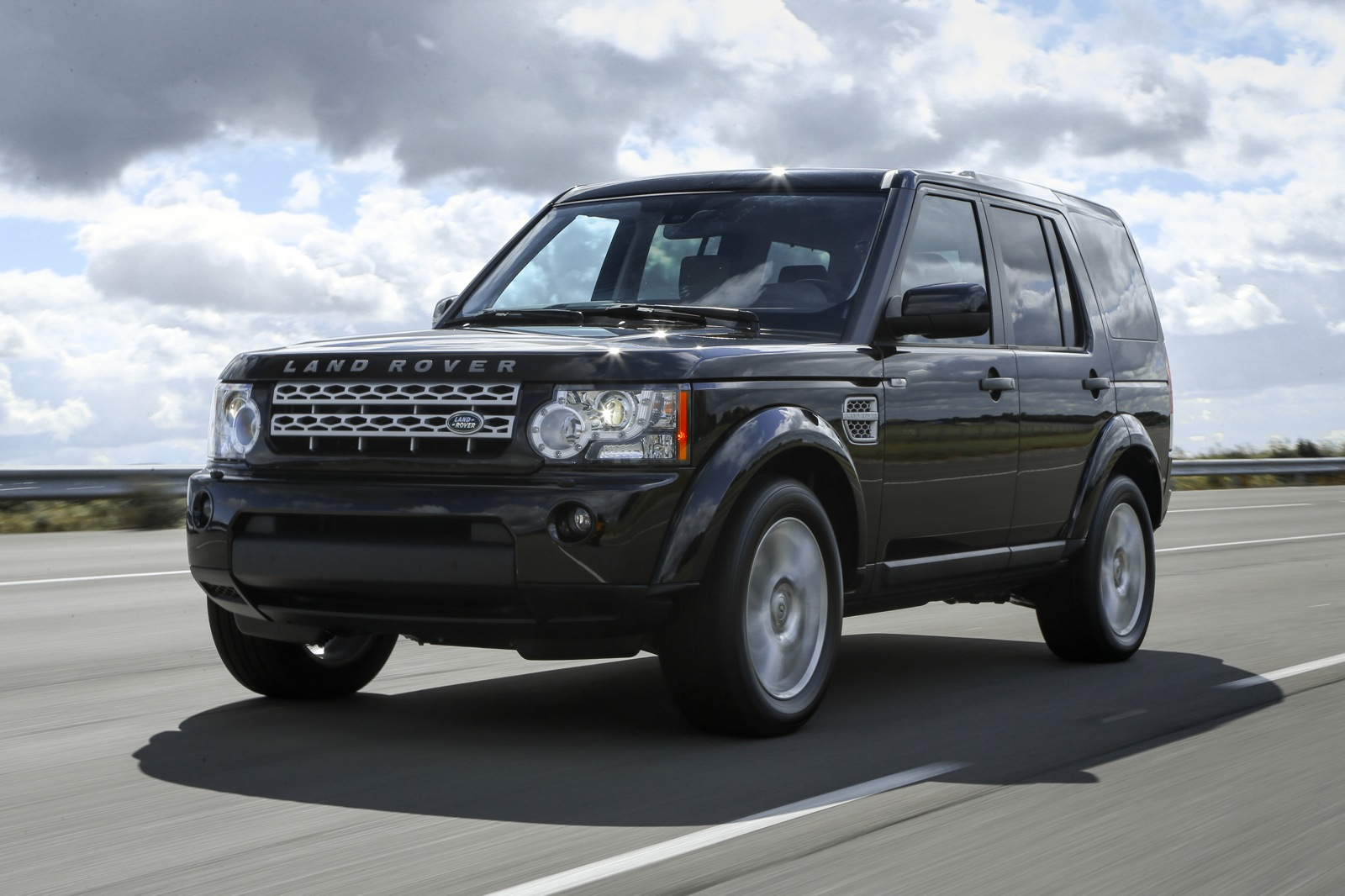 Land-rover lr4 photo - 2