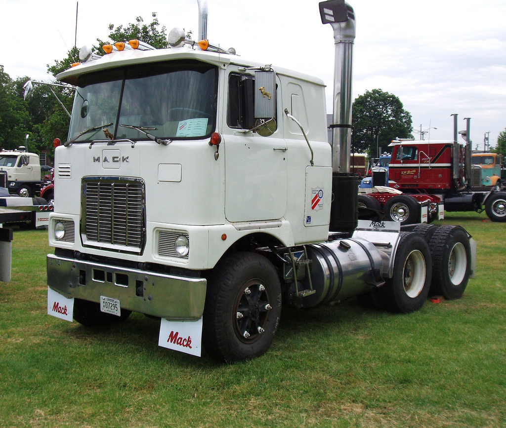 Mack cabover photo - 7