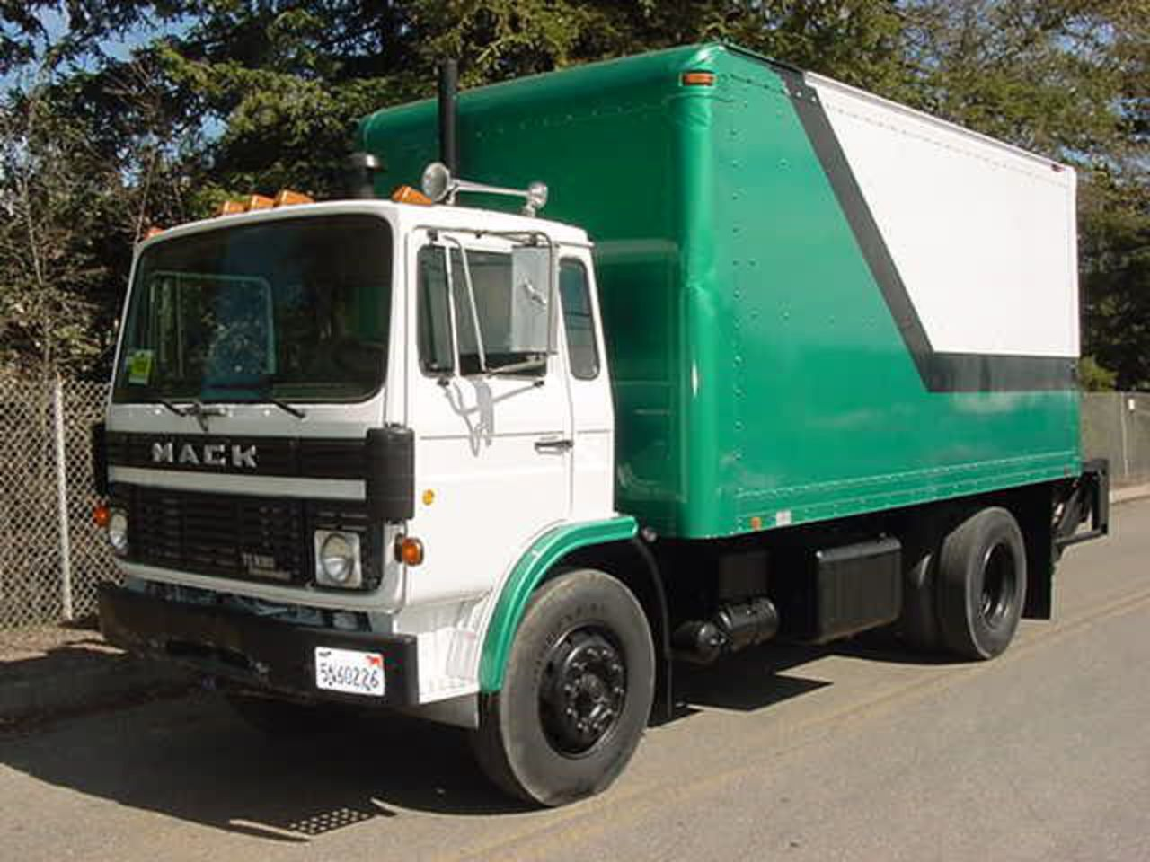 Mack midliner photo - 2