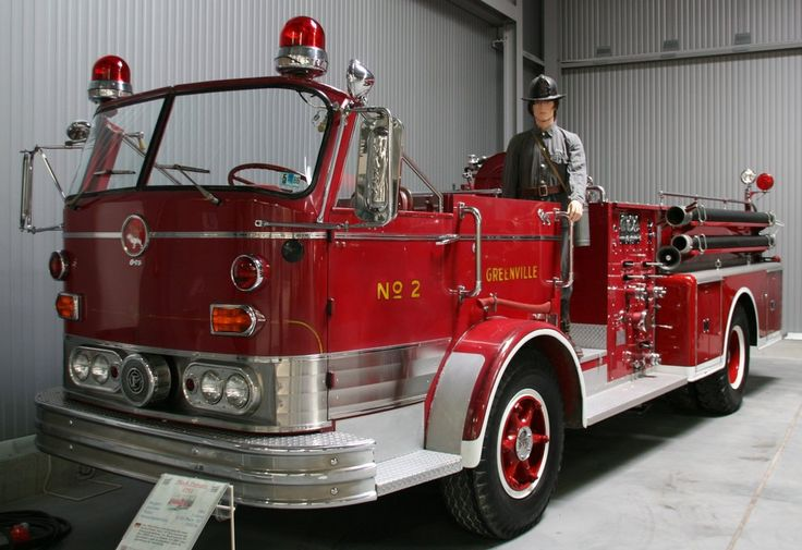 Mack pumper photo - 7