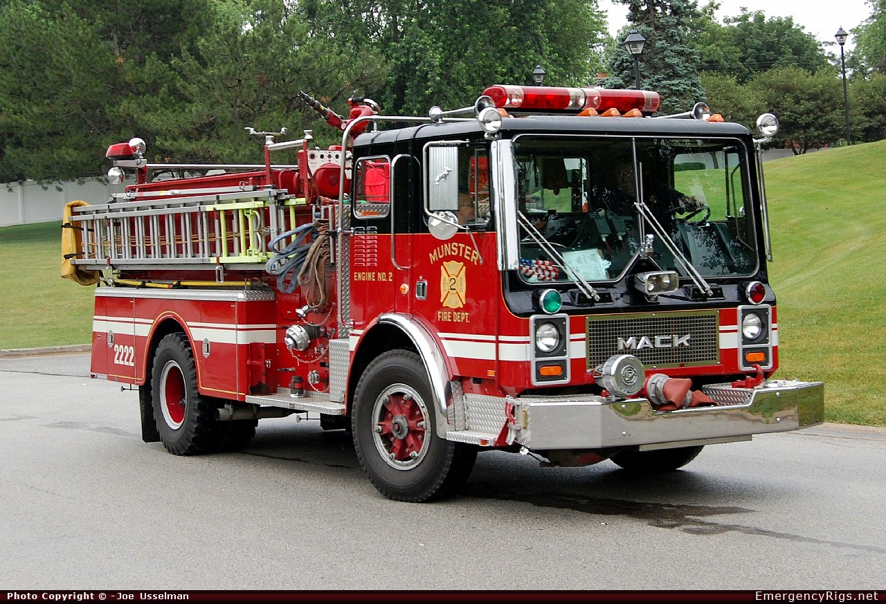 Mack pumper photo - 8