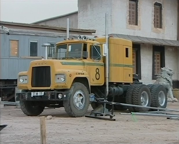 Mack r-series photo - 8