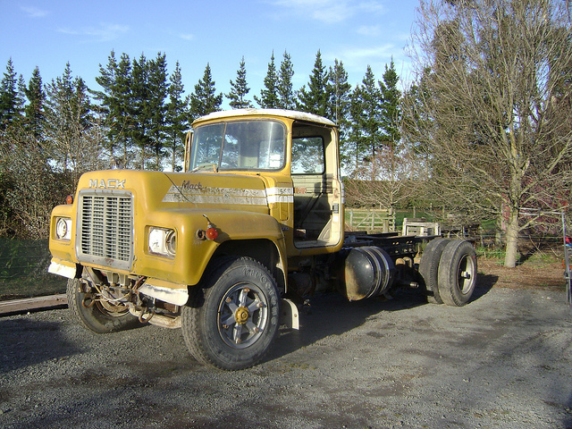 Mack r-series photo - 9