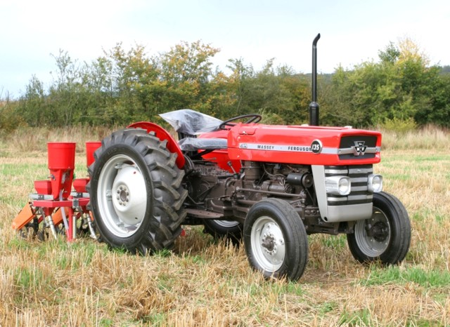 Massey ferguson 100-series photo - 2