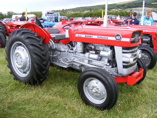 Massey ferguson 145 photo - 1