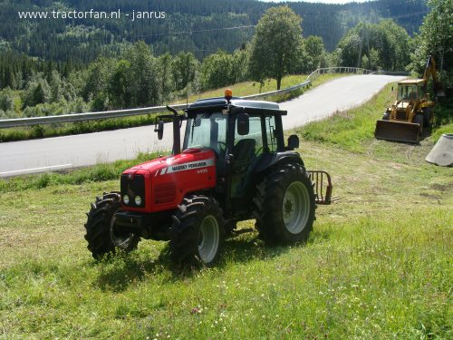 Massey ferguson 4000-series photo - 3