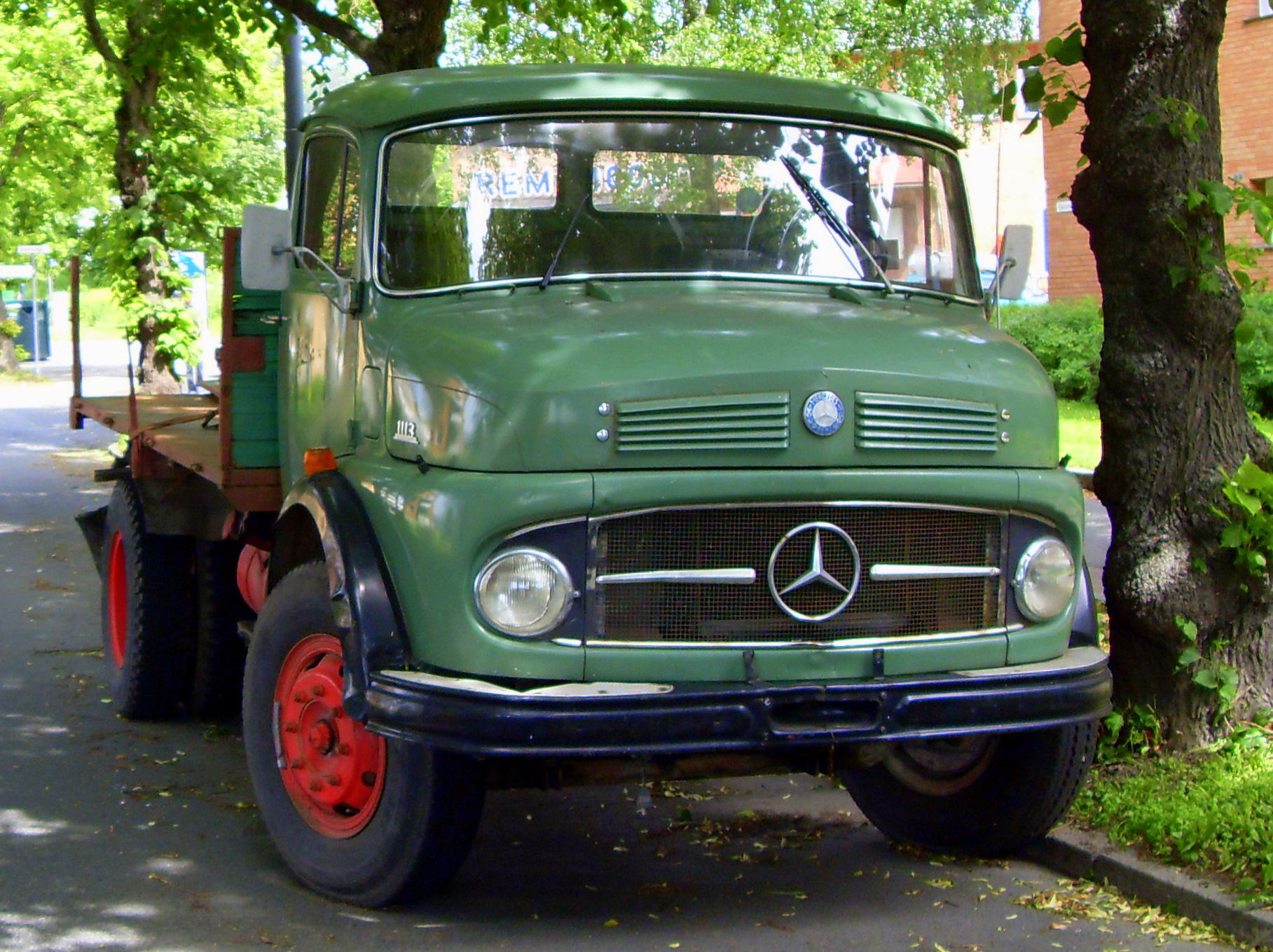 Mercedes-benz 1113 photo - 2